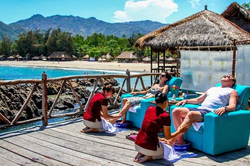 Nếu bạn muốn một kỳ nghỉ mang đúng nghĩa tận hưởng, có thể tham khảo khu resort Diamond Bay Nha Trang